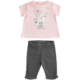 T-shirt set with sweet print and capri trousers model