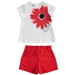 Outfit in jersey T-shirt with flower and shorts
