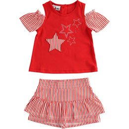 Outfit in jersey T-shirt with stars and striped shorts